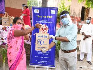 Distribution of Sehat Ki Tokri to marginalised communities in partnership with PFS